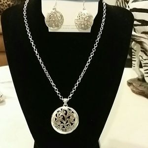 Jewelry - Fashion necklace set