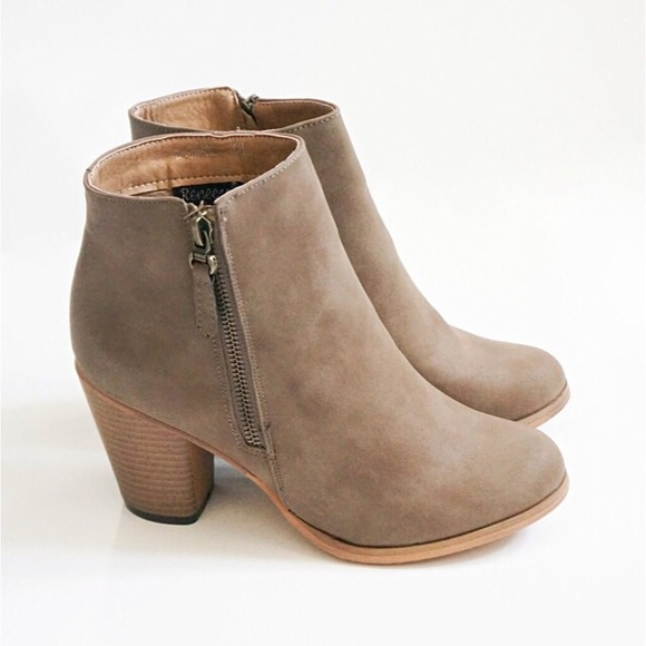 40 boots sold khaki beige faux leather ankle