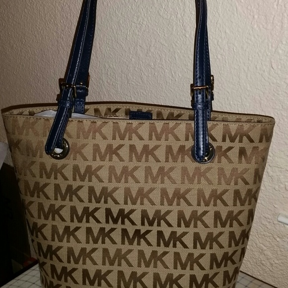 839a55a3f69e Buy michael kors handbags navy blue > OFF59% Discounted