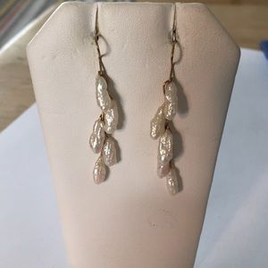 Stunning white water pearl gold earrings