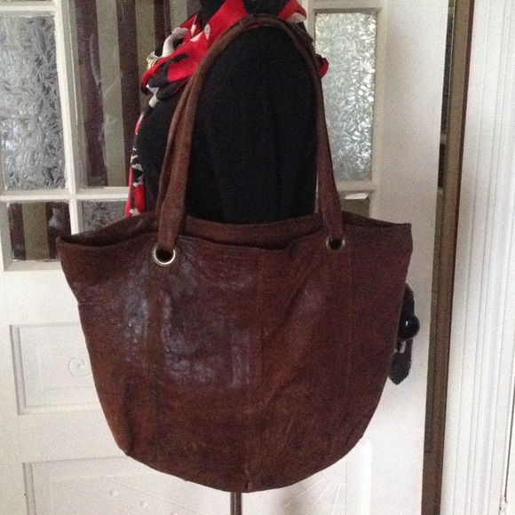 8b9f5cde32ef Large distressed leather hobo bag. M 54f24f974e8d1722ac00dcfd