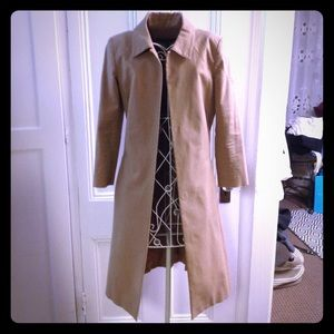Alessandro Dell' Aqua light tan knee length jacket