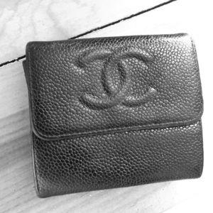 Vintage Chanel caviar wallet