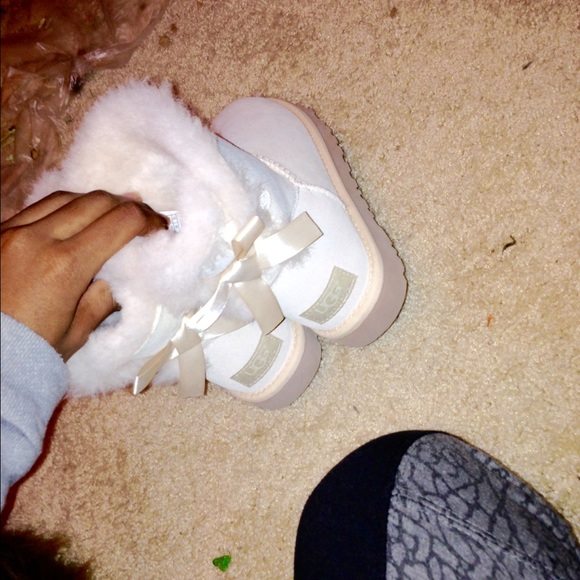 Salt white mini Bailey bows uggs