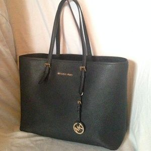 7789789bbef1b9 ... Michael Kors Jet Set Travel Saffiano Leather Tote