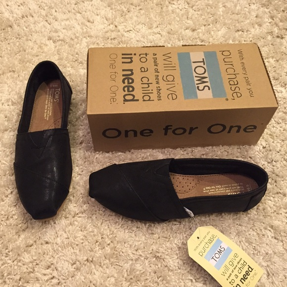 f46a92af983 NWT TOMS Classic Black Metallic Synthetic Leather NWT