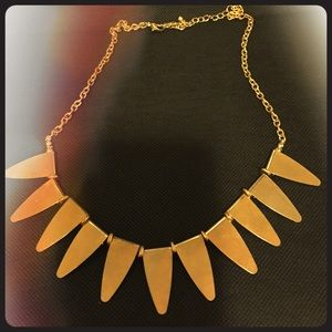 Jewelry - Chic statement necklace.