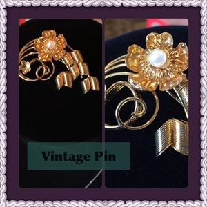 Jewelry - Golden Flower Spiral Brooch