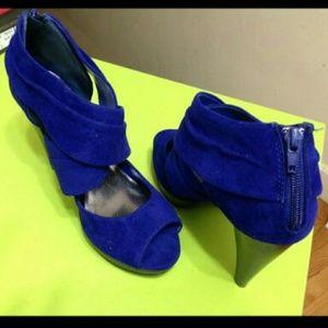 Shoes - Royal blue heels