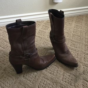 Super cute vintage brown size 6 cowboy boots!