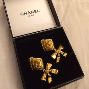 Vintage Chanel clip on earrings.