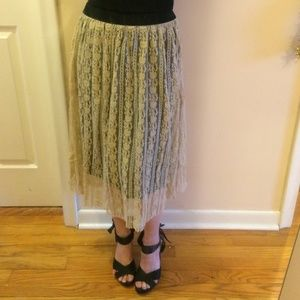 BOBEAU tan lace skirt over black liner