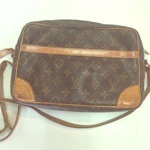 cc504da1dbc5 Louis Vuitton Bags - Authentic Vintage Louis Vuitton Cross Body Bag