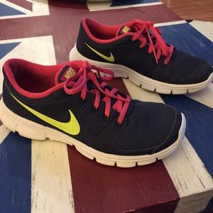 Nike navy/pink/yellow sneakers.  Sz 8