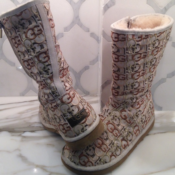 Special Edition UGGs with Logo Embroidery beige-9