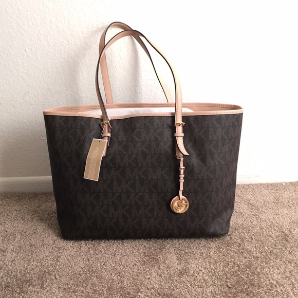 f63937cc20fd Michael Kors Large Travel Jet Set Tote. M_54f657b1f092822cf9018758