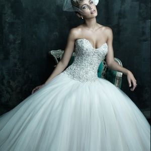 Allure Bridals Dresses & Skirts - ALLURE BRIDALS princess style Wedding gown