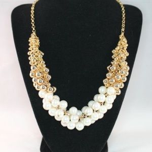 Jewelry - Statement necklace pearl gold chain large classic