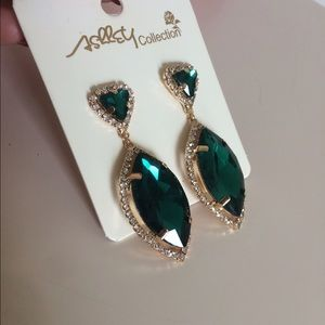 Gorgeous emerald gold earrings