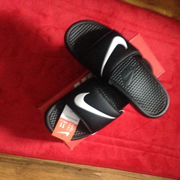 5314298a7269 Womens Size 12 Nike Slippers