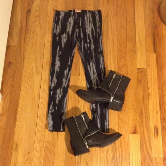 Mudd paint brush print leggings gray and black