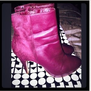 Boots - Burgundy Faux Leather & Suede Ankle Bootie🎀