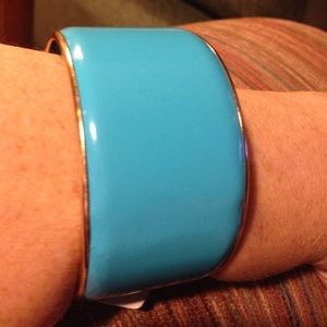 Isis Jewelry - 🎈️️BNWT💎Turquoise and gold metal bangle bracelet