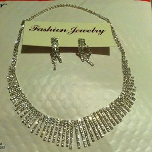 Accessories - Fashion Jewelry Necklace and Earrings (NWOT)