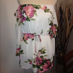 Other - ⭐️last chance⭐️White floral romper