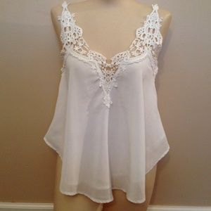Gorgeous white top w/ lace detail