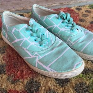 Bucketfeet Shoes - Bucket feet blue with white lines sneaker