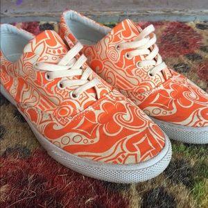 Bucket feet orange pattern shoe