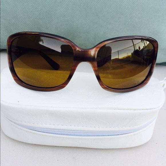 029faca09f14c Oakley Women s Polarized sunglasses. M 54f90263f092827adf0064ee