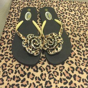 Leopard flower sandals