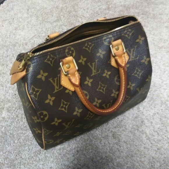 be49dd9f7b2e Louis Vuitton Handbags - Authentic Louis Vuitton speedy 25