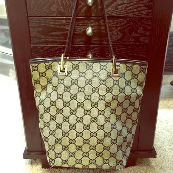 fe1e926e016 Gucci Bags   Gently Used Small Bucket Bag   Poshmark
