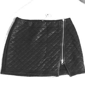 Black zipper express skirt