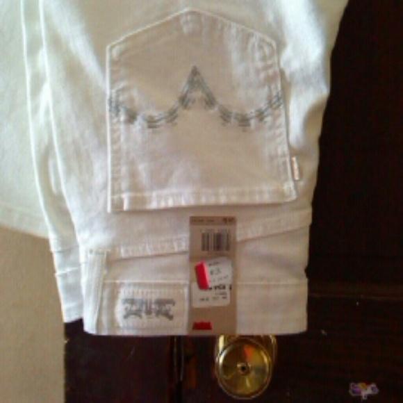 Levi Levis White Nwt Size 11m Jrs From Diane S Closet On Poshmark