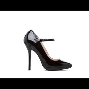 Shoes - New Elsa by Signature black patent heels