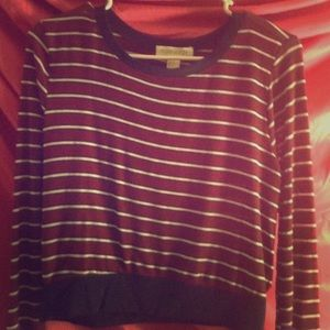 Cute top with long sleeves
