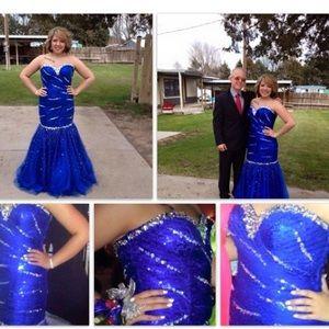 Blue trumpet prom dress!