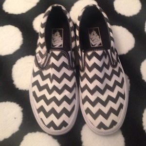 Vans Shoes - Zig zag black white vans slip on us 8