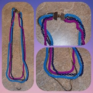 Multicolored chain necklace.