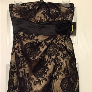 Dresses & Skirts - Pretty strapless dress!! NWT