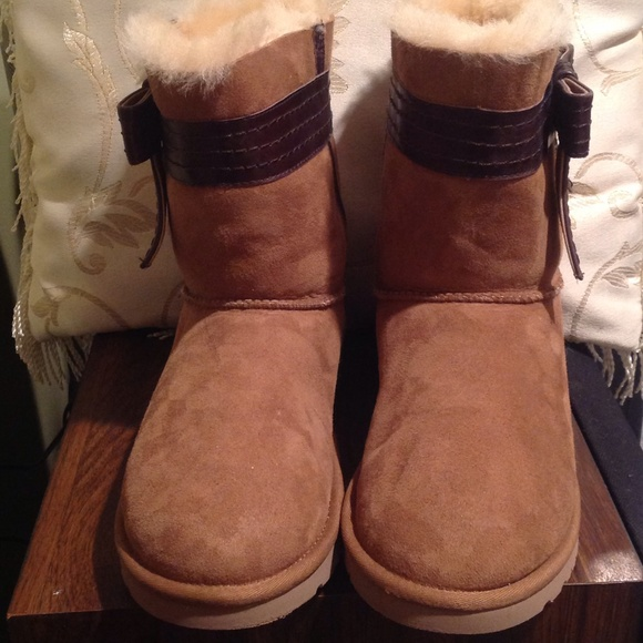 25 ugg boots ugg josette leather bow band chestnut boot