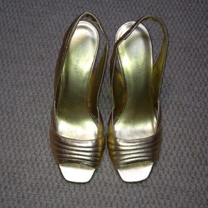 Nine West gold open toe sling back heels Sz 7.5