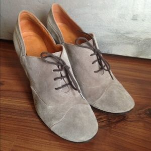 Coclico grey suede heel lace up shoes 8.5