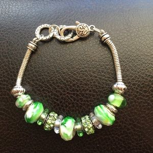 💮NWOT Silver Green Bead Bracelet