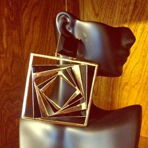 Jewelry - SOLD OUT ◾️◾️Black & Gold Square Elegance Earrings