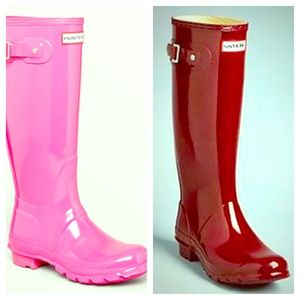 ISO Lipstick or Burgundy size 8 Hunter boots